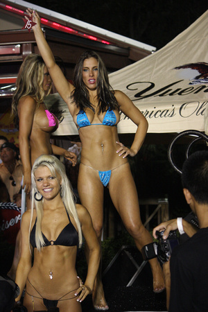 Your Snapshot.com | 2009 Biketoberfest Wing House Bikini Contest In Daytona  | Photo 64